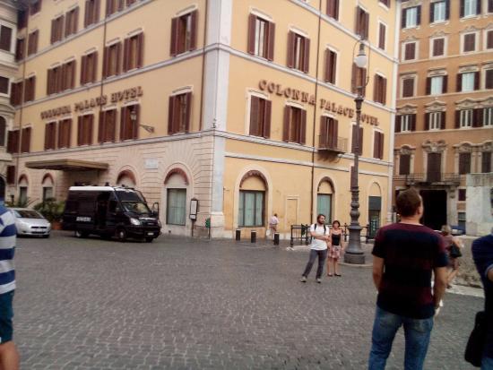 The piazza foto di piazza di monte citorio roma for Piazza montecitorio 12
