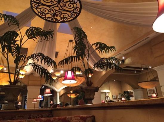 BRIO Tuscan Grille: Spacious interior
