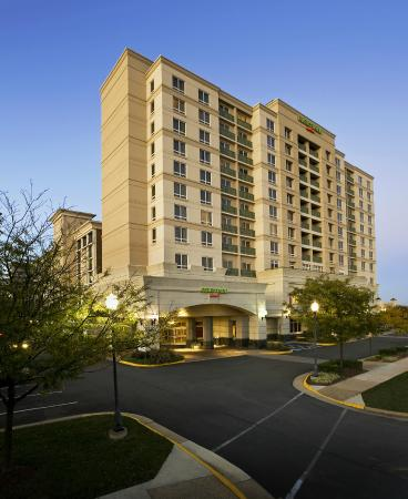 Courtyard Tysons Corner Fairfax: Conveniently located in Tysons Corner, with easy access to Metro and I-495.