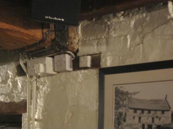 Harnham, UK: Poorly concealed wiring