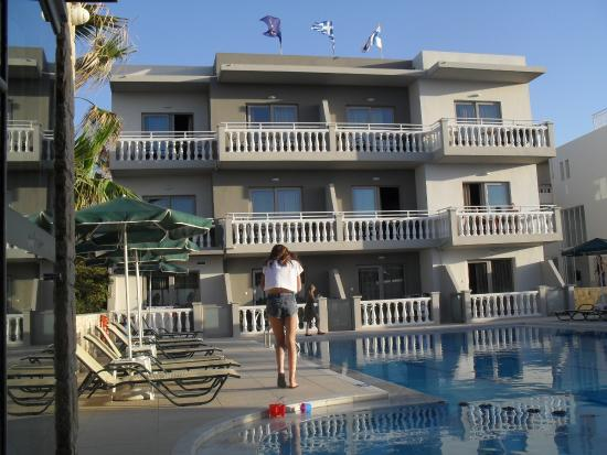 Hotel Nektar Beach: Meren puoleiset huoneet.