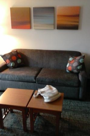 Staybridge Suites Middleton / Madison: Living room area- couch
