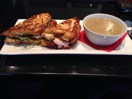 Urban Dish Grill & Wine Bar: Wow.  French toast turkey sandwich on challah bread.   Best lunch spot in Barrie hands down and