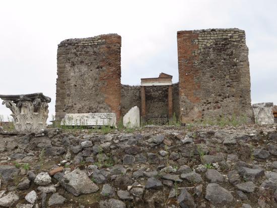il tempio della Fortuna Augusta