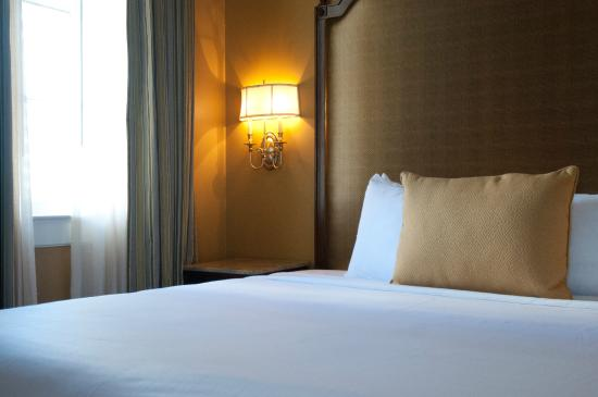 The Lafayette Hotel : Queen Petite Room