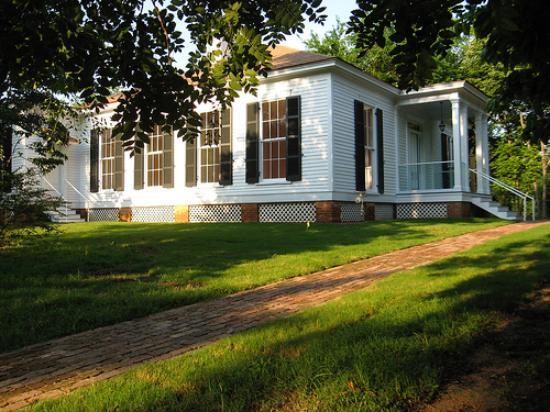 Oxford, Mississippi: LQC Lamar House