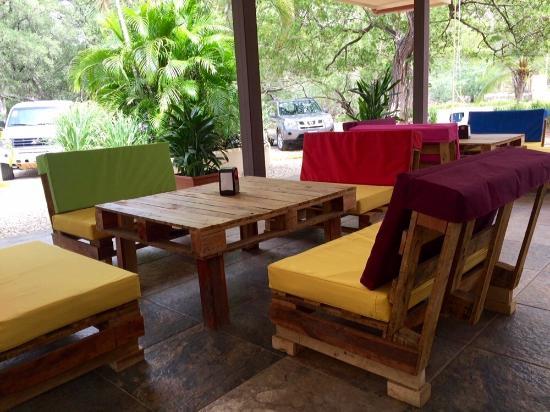 Muebles de pallets!  Picture of Flip Flops Beach Bar, Playa Panama