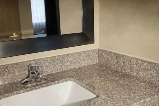 Red Lion Inn & Suites Kent Seattle Area: Guest Bath Vanity