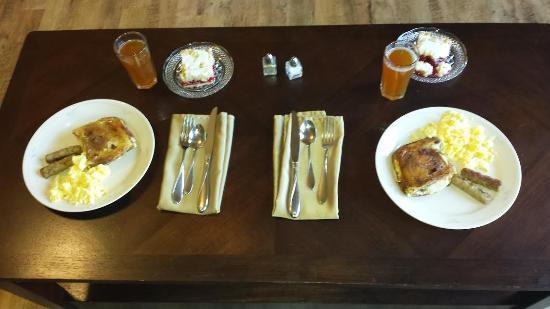 Lake Orchard Farm Retreat : Homemade Breakfast!