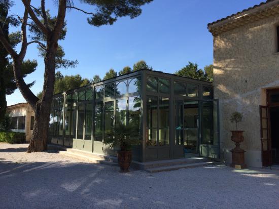La verri re qui accueille le restaurant la piscine pour for Verriere piscine