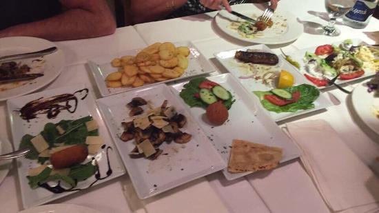 Nisos Restaurant: Eten was heel goed  De bediening was super  Zeker de moeite waard om er te gaan eten