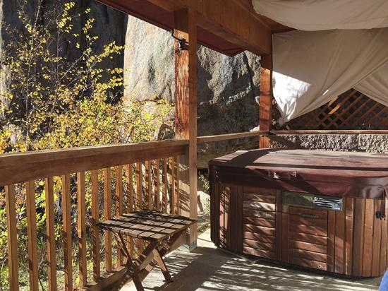 Dripping Springs Resort: Deck of the Cabin