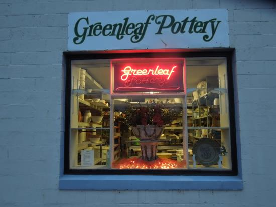 ‪Greenleaf Pottery‬