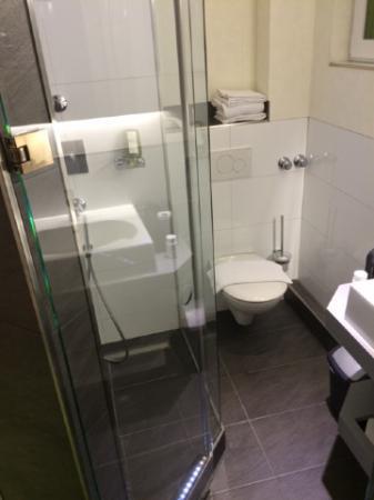 Hotel An der Philharmonie : Toilet in room 102