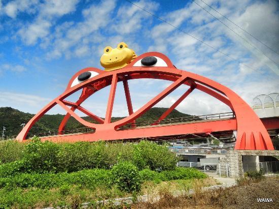 Inami-cho, Japan: 紀勢本線から見える かえる橋