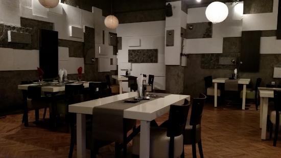 Mkc Restaurant: Inside