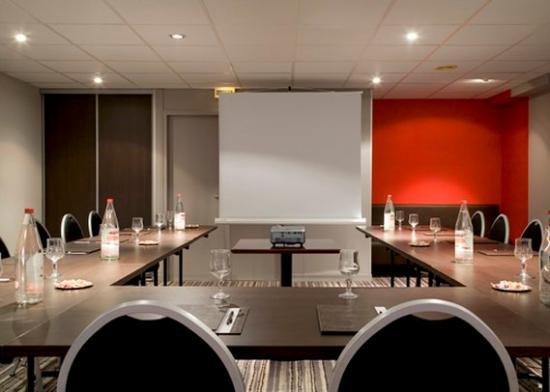 Comfort Hotel Lille-Mons en Baroeul : Meeting room u shaped seating