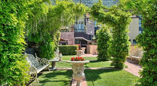 Giardino - Picture of Grand Hotel Assisi, Assisi - TripAdvisor