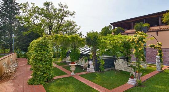 Piscina - Picture of Grand Hotel Assisi, Assisi - TripAdvisor