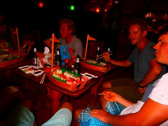 Dominical Sushi : Rocking the sushi boats