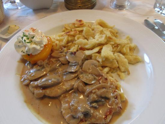 Hotel Oberland Restaurant: Pork and spetzli