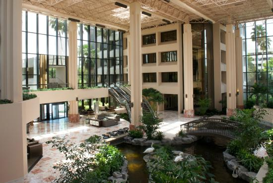 Embassy Suites By Hilton Palm Beach Gardens PGA Boulevard: Tropical  Waterfall Atrium