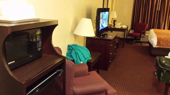 Comfort Inn & Suites Madison North: king bed room