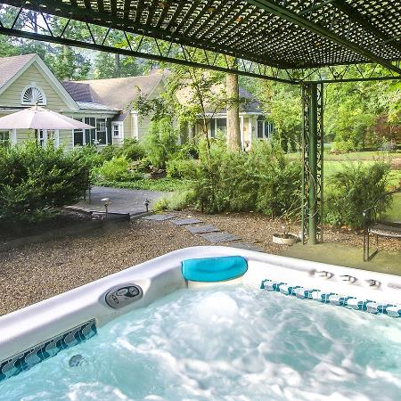 Foxfield Inn: Large Hot Tub