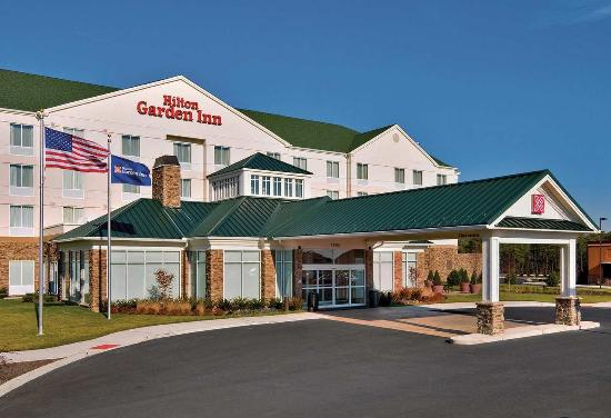 Hilton Garden Inn Lakewood: Hotel Exterior