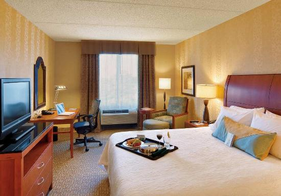 Hilton Garden Inn Lakewood: Suite Bedroom