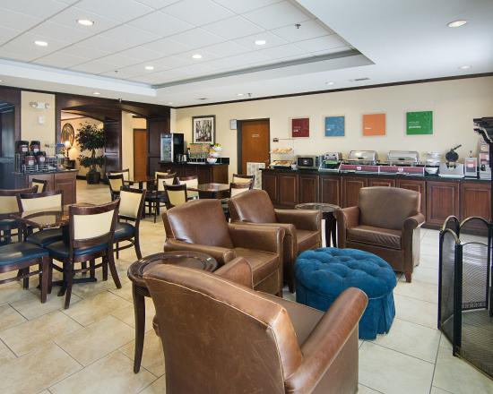 Comfort Suites Tomball: Breakfast