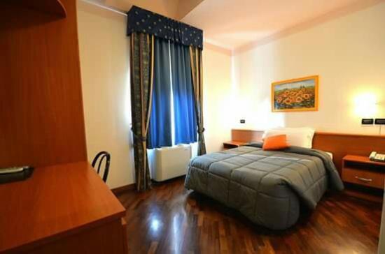 Hotel la cantina alfonsine italien omd men och - Foto di camere ...