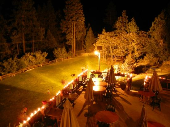 Callahan's Mountain Lodge: Night view