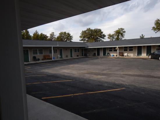 Sunrise Motel: Exterior