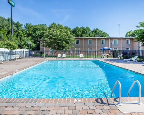 Ledgewood, NJ: Pool
