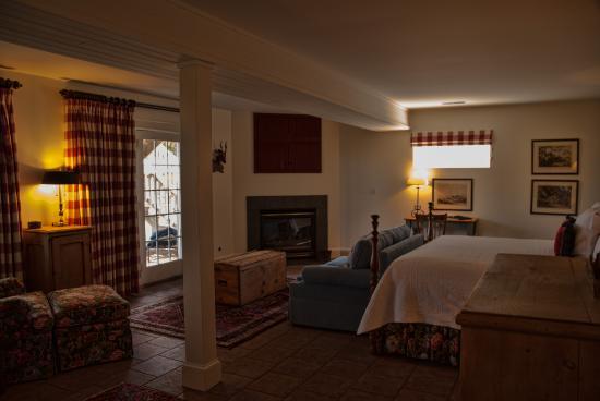 Asher W. Harman II Room - Living Area