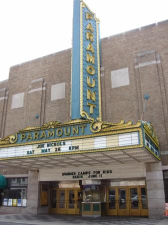 ‪Paramount Arts Center‬