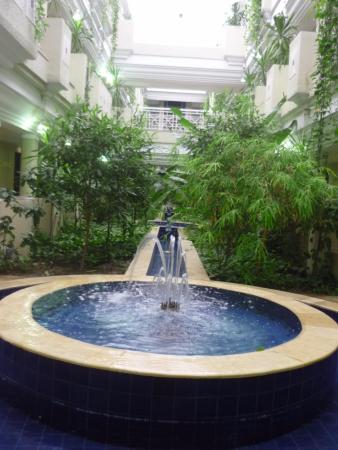 décor du couloir menant aux chambres - Picture of Tui Magic Life ...