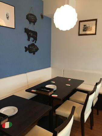 Cantinetta Adorno: 壁のボードにはおすすめの魚と肉料理