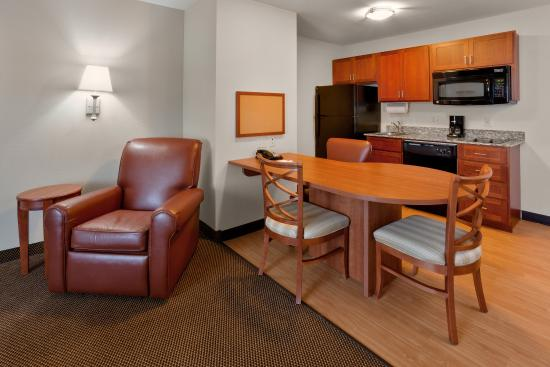Candlewood Suites Reading: Suite Kitchen Area