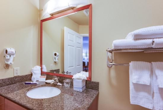 Candlewood Suites Richmond Airport: Guest Bathroom