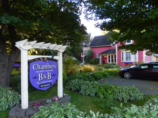 Chamber's Guest House Bed and Breakfast: Bed and Breakfast from the outside