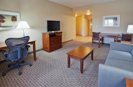 Holiday Inn Express Willows: Presidential Suite