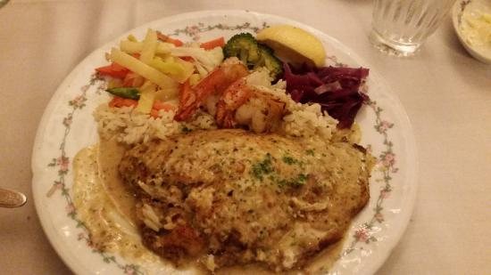 Le Petit Chablis : Tilapia stuffed with crab meat