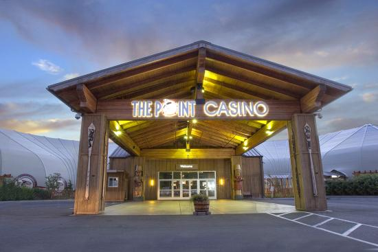 Kingston, Etat de Washington : Main entrance to the casino. The Point Casino & Hotel.