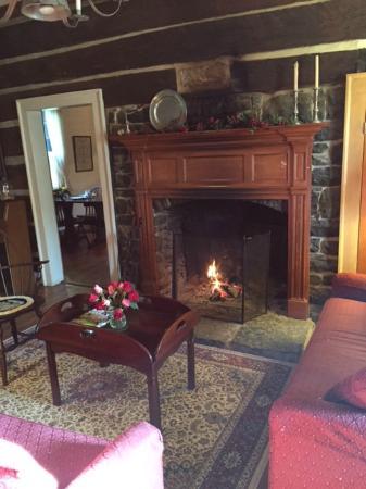 Inn at Narrow Passage : Warm living room