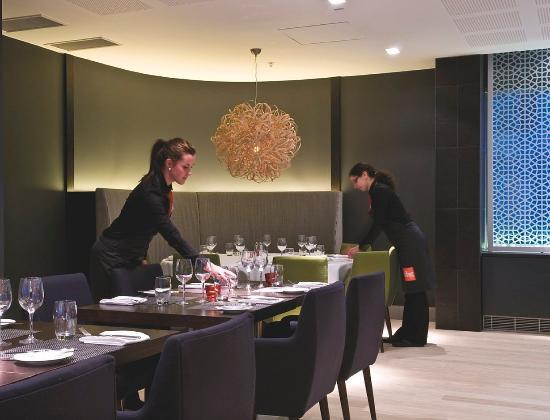 Radisson Blu Waterfront Hotel: RBGBar & Grill
