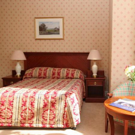 The Broadway Hotel: Bed