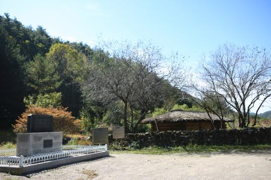 Lee Seungbok Memorial Hall
