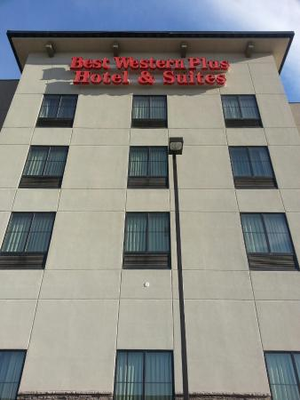 Best Western Plus Williston Hotel & Suites : Exterior